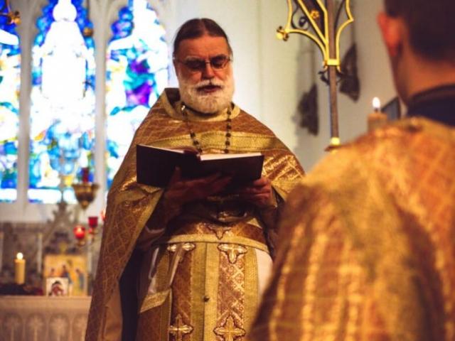 Reading the Holy Gospel